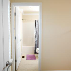 40Upstairs bathroom 2