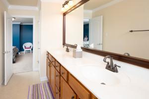 41Upstairs bathroom 3