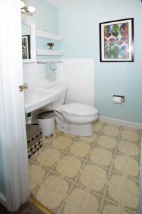 16Master bedroom bath