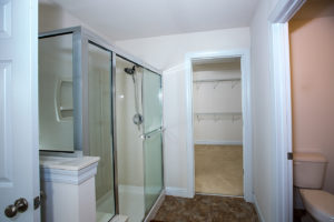 42Master bathroom 3-46